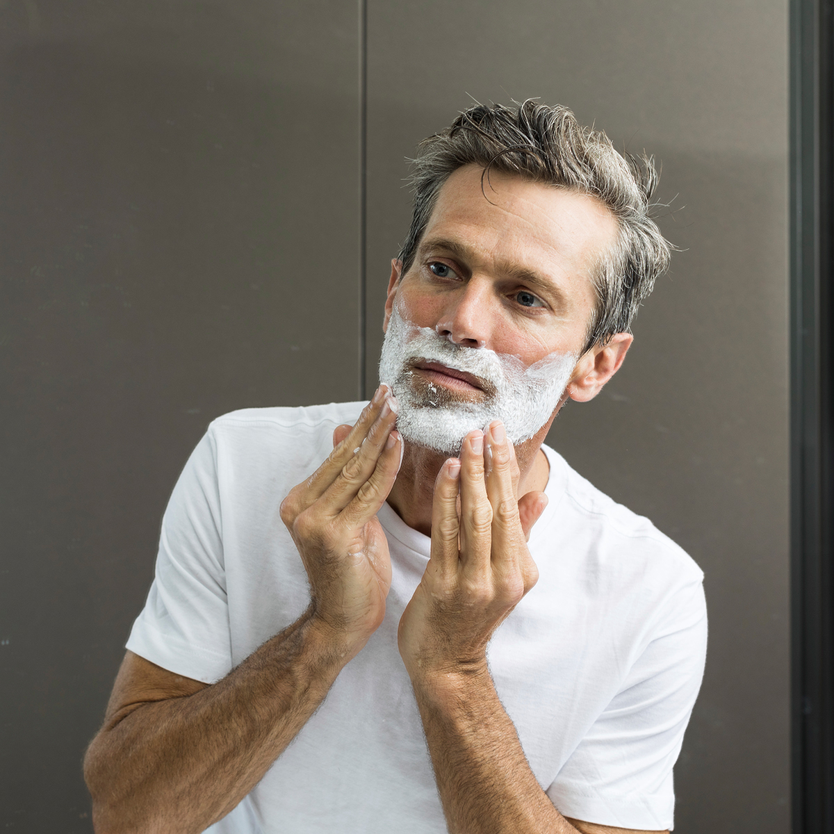 How to Shave So That Your Face Behaves